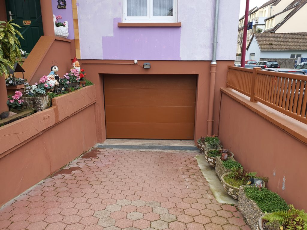 Porte-de-garage-brun