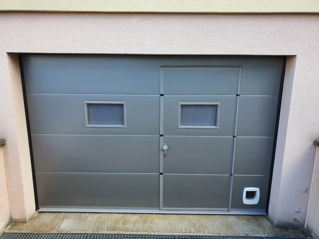 Porte-de-garage-gris-vitre