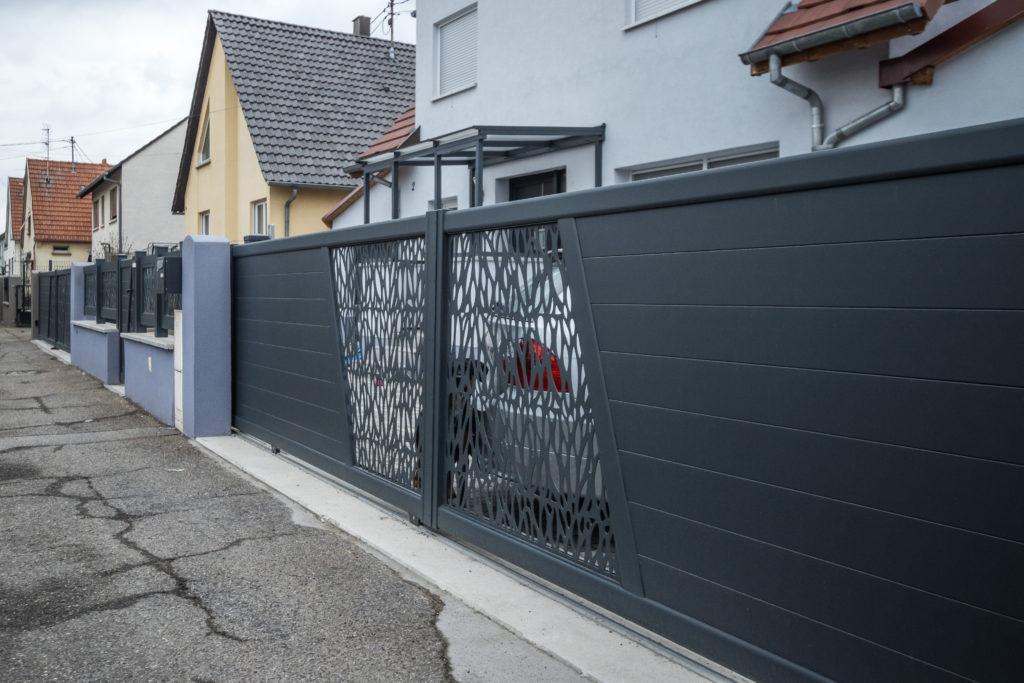 portail-motif-gris-fonce